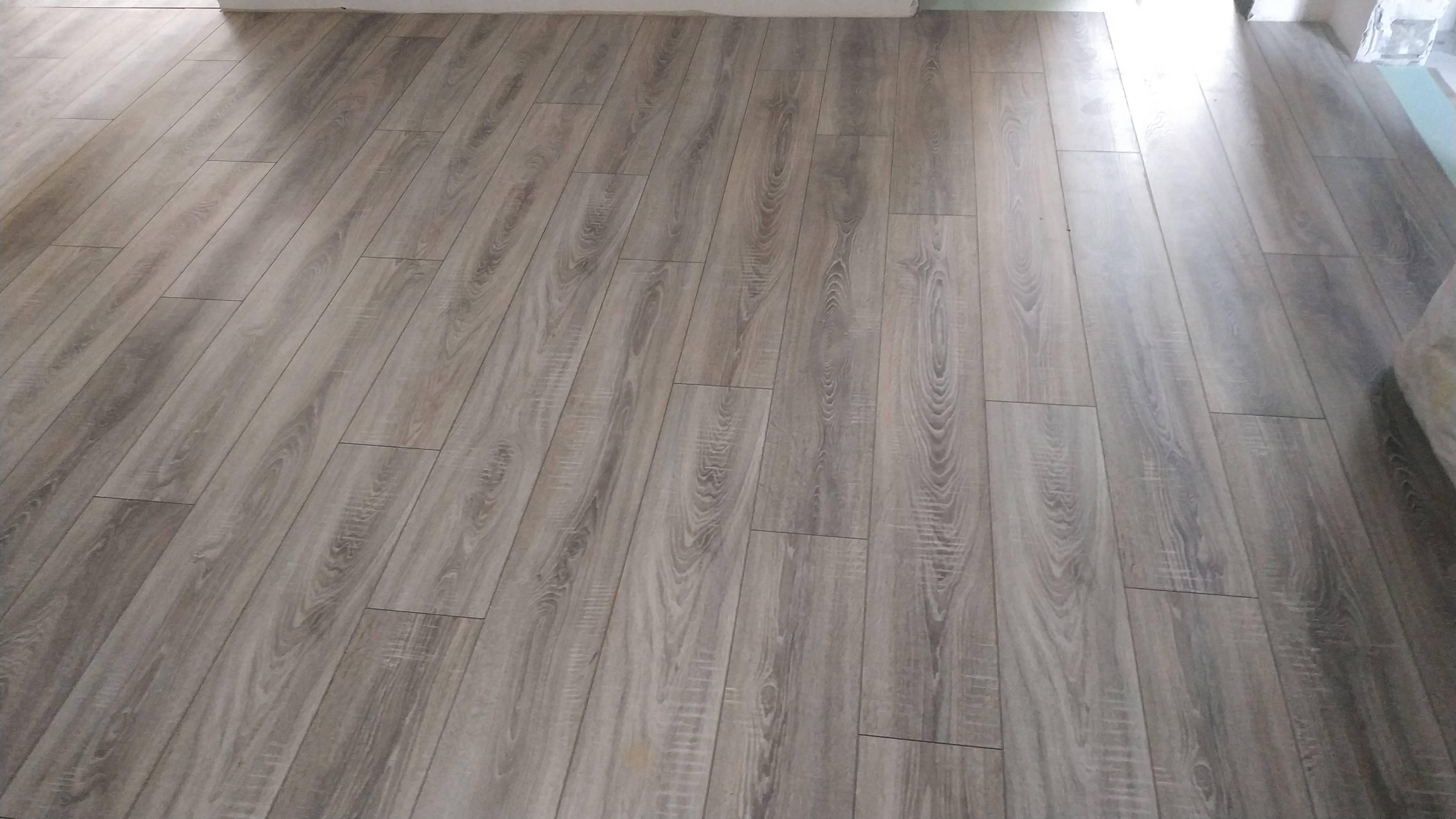 Укладка Ламината Egger PRO Laminate Flooring 8мм-Classic 4V EPL036 Дуб Бардолино серый 32 класс с фаской